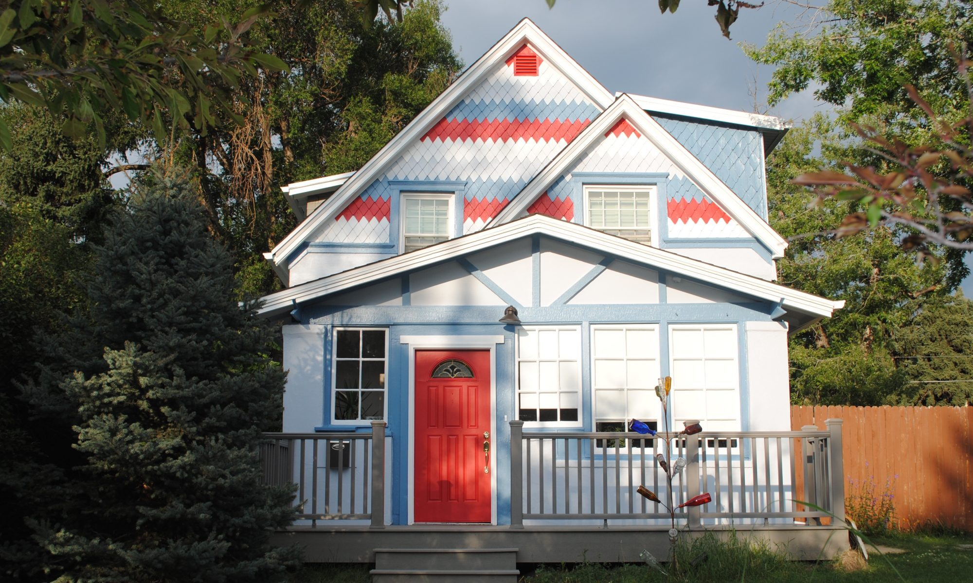Red White And Blue Painted House Vivax Pros
