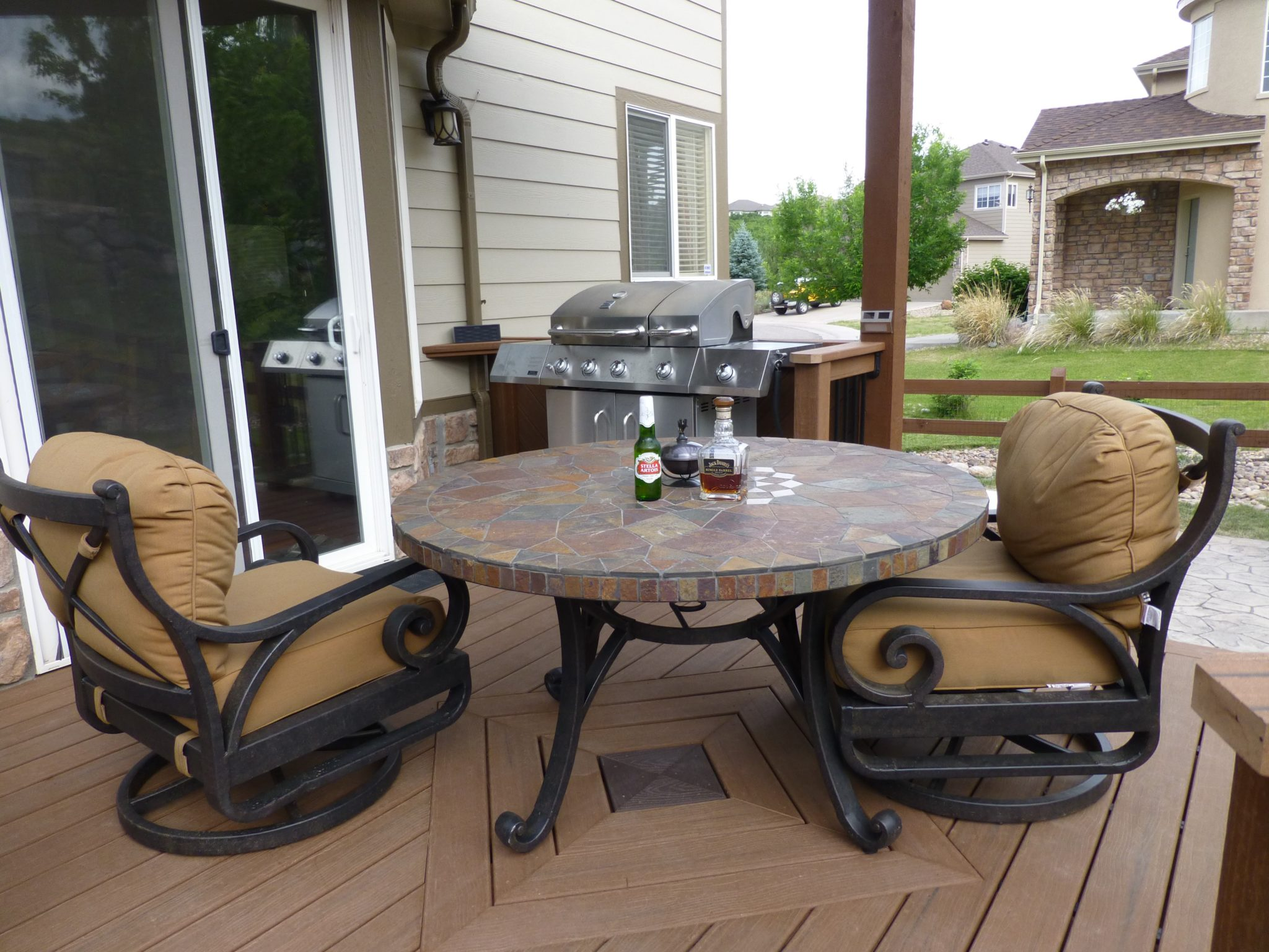 Brown Trex Deck With Custom Center And Table Vivax Pros
